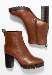 Steven New York by SPM - JONNIE - High heeled ankle boots - cognac - 3