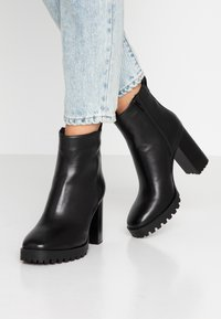 Steven New York by SPM - JONNIE - High heeled ankle boots - black - 0