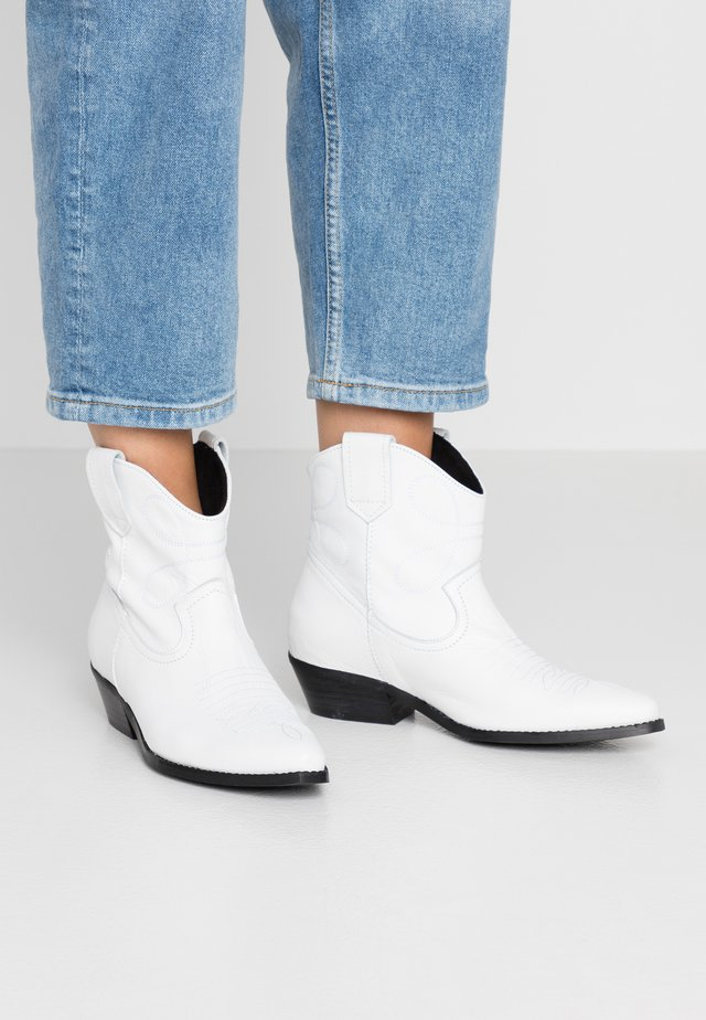 IVA WESTERN - Cowboy- / bikerstøvlette - white