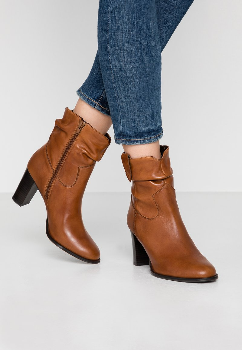 Steven New York - JUNGSTER - Classic ankle boots - cognac
