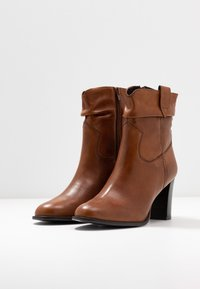 Steven New York - JUNGSTER - Classic ankle boots - cognac - 4