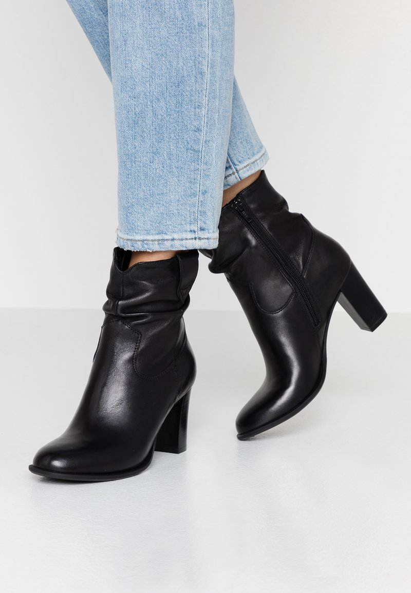 SPM - JUNGSTER - Kotníkové boty - black