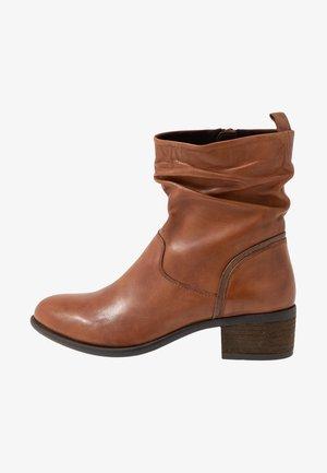 MODETTE - Classic ankle boots - cognac