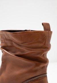 Steven New York by SPM - MODETTE - Classic ankle boots - cognac - 2