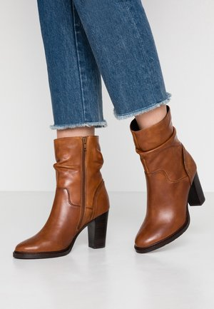 DIVETTE - High heeled ankle boots - cognac