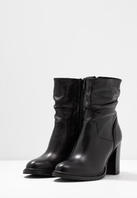 Steven New York by SPM - DIVETTE - High heeled ankle boots - black - 4