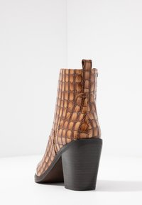 SPM - LOCK - Ankle boot - cognac - 5