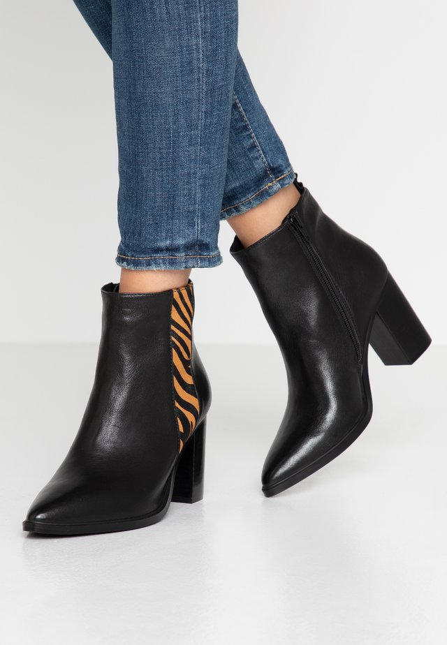 HIGER - Ankle Boot - black