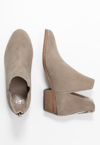 Steven New York by SPM - MAIROO - Botines bajos - taupe - 3