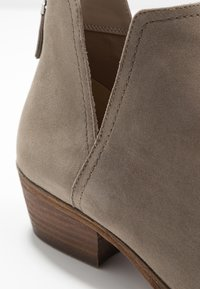 Steven New York by SPM - MAIROO - Botines bajos - taupe - 2
