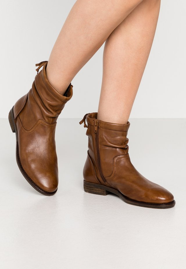 CAROLINE - Bottines - cognac