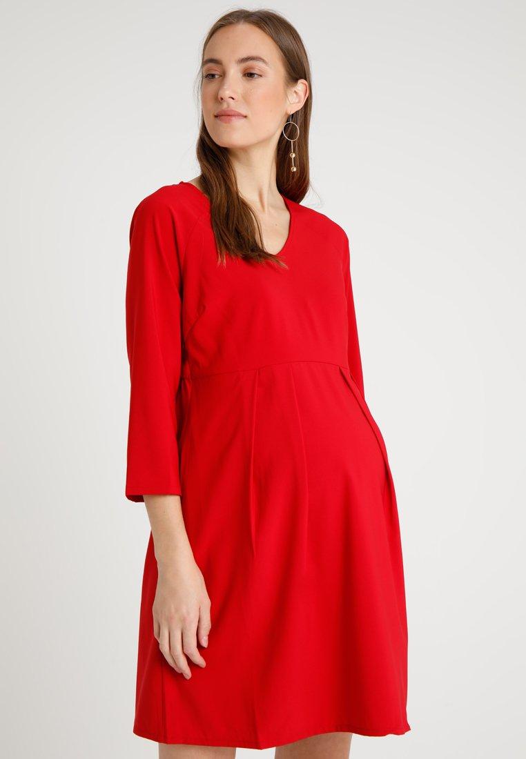 Spring Maternity - ERICA PLEATED V NECK DRES - Denní šaty - red