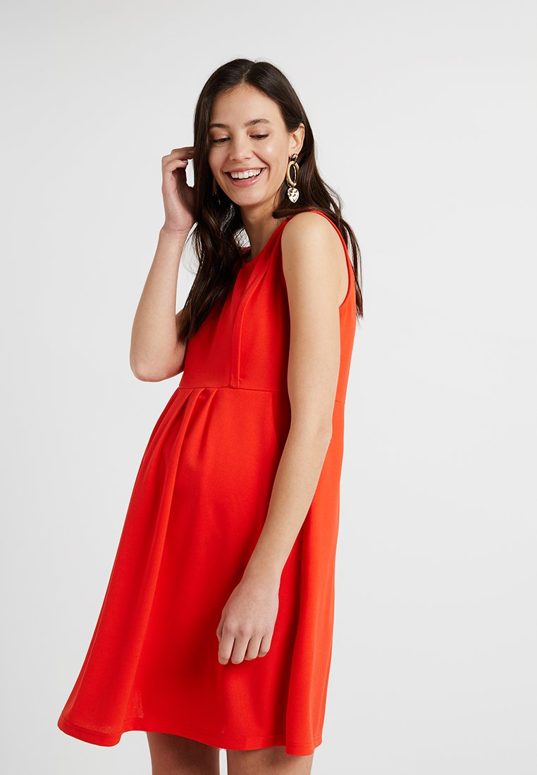 Spring Maternity - COLLEEN PLEATED DRESS - Jerseykleid - red