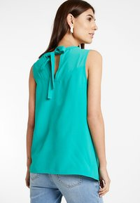 Spring Maternity - CHRISTIANA BACK BOW TOP - Blouse - green - 2
