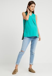 Spring Maternity - CHRISTIANA BACK BOW TOP - Blouse - green - 1
