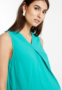 Spring Maternity - CHRISTIANA BACK BOW TOP - Blouse - green - 3