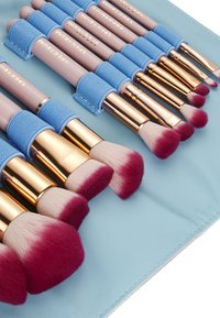 Spectrum - 12 PIECE BOMB SHELL SET & OYSTER ROLL - Set de brosses à maquillage - -