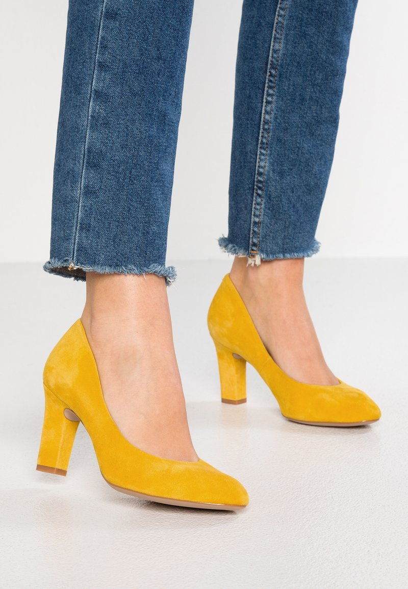 Unisa Wide Fit - UMIS - Classic heels - yellow