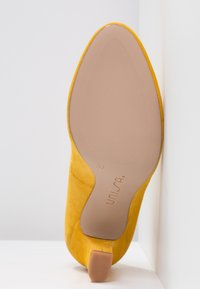 Unisa Wide Fit - UMIS - Pumps - yellow - 6