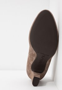 Unisa Wide Fit - Pumps - taupe - 6