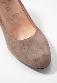 Unisa Wide Fit - Pumps - taupe - 2