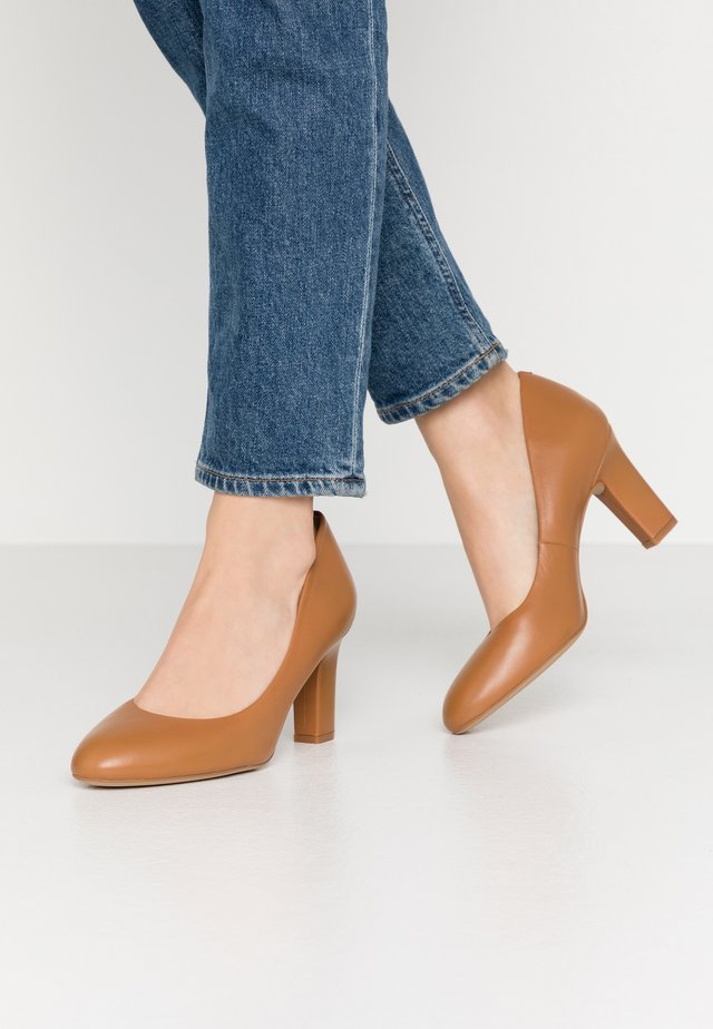 UMIS WIDE FIT  - Klassieke pumps - bisquit
