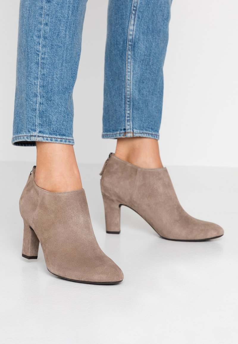 Unisa Wide Fit - Ankle Boot - taupe