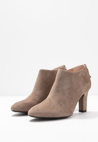 Unisa Wide Fit - Ankle Boot - taupe - 4