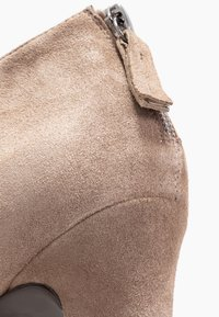 Unisa Wide Fit - Ankle Boot - taupe - 2