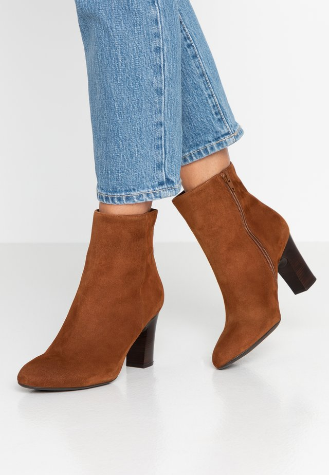 Classic ankle boots - toast