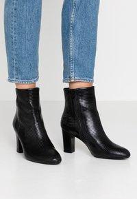 Unisa Wide Fit - Kotníkové boty - black - 0
