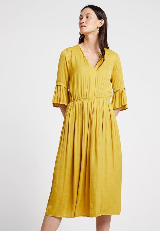 ALIDA - Maxikjole - curry yellow