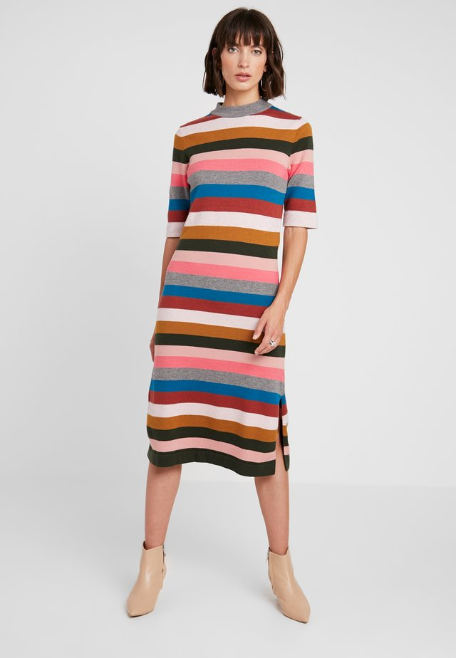 VICTORIA - Strikket kjole - rainbow stripes