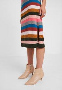 Six Ames - VICTORIA - Strikket kjole - rainbow stripes - 3