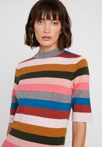Six Ames - VICTORIA - Strikket kjole - rainbow stripes - 6