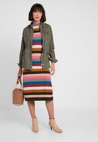 Six Ames - VICTORIA - Strikket kjole - rainbow stripes - 1