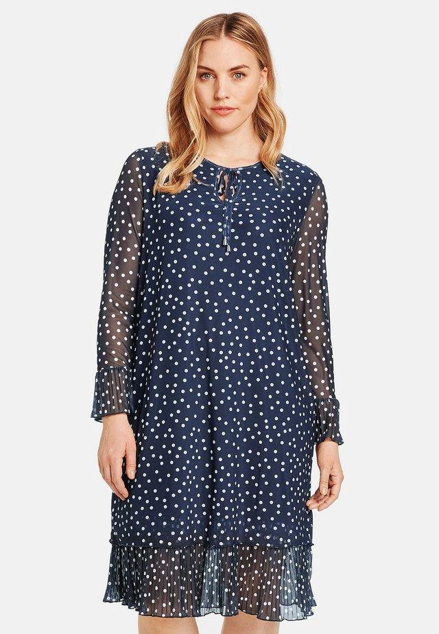 MIT PUNKTEMUSTER - Korte jurk - blue