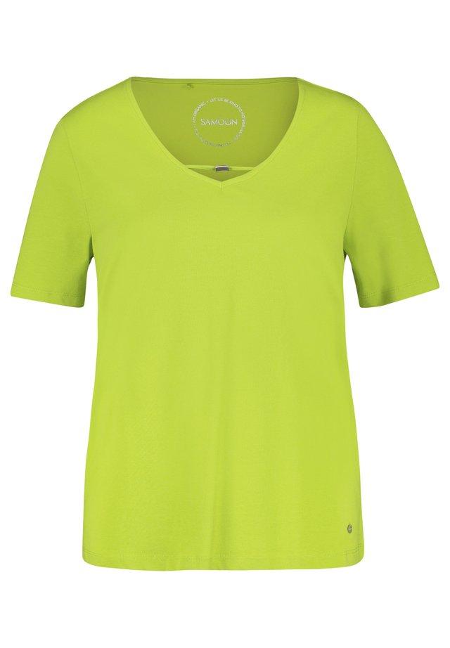 MIT DEKORATIVEM AUSSCHNI - T-shirt basique - lime tree