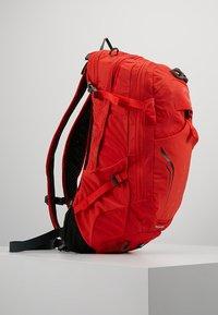 Osprey - SYNCRO 12 - Tursekk - firebelly red - 3