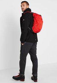 Osprey - SYNCRO 12 - Plecak podróżny - firebelly red - 1