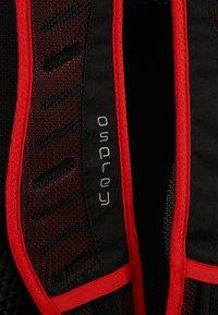 Osprey - SYNCRO 12 - Tursekk - firebelly red - 6