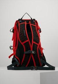 Osprey - SYNCRO 12 - Plecak podróżny - firebelly red - 2