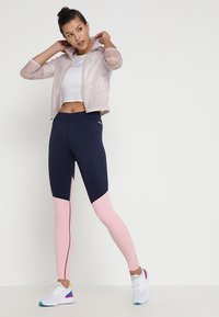 Skins - DNAMIC LONG  - Trikoot - cameo pink/navy blue - 1
