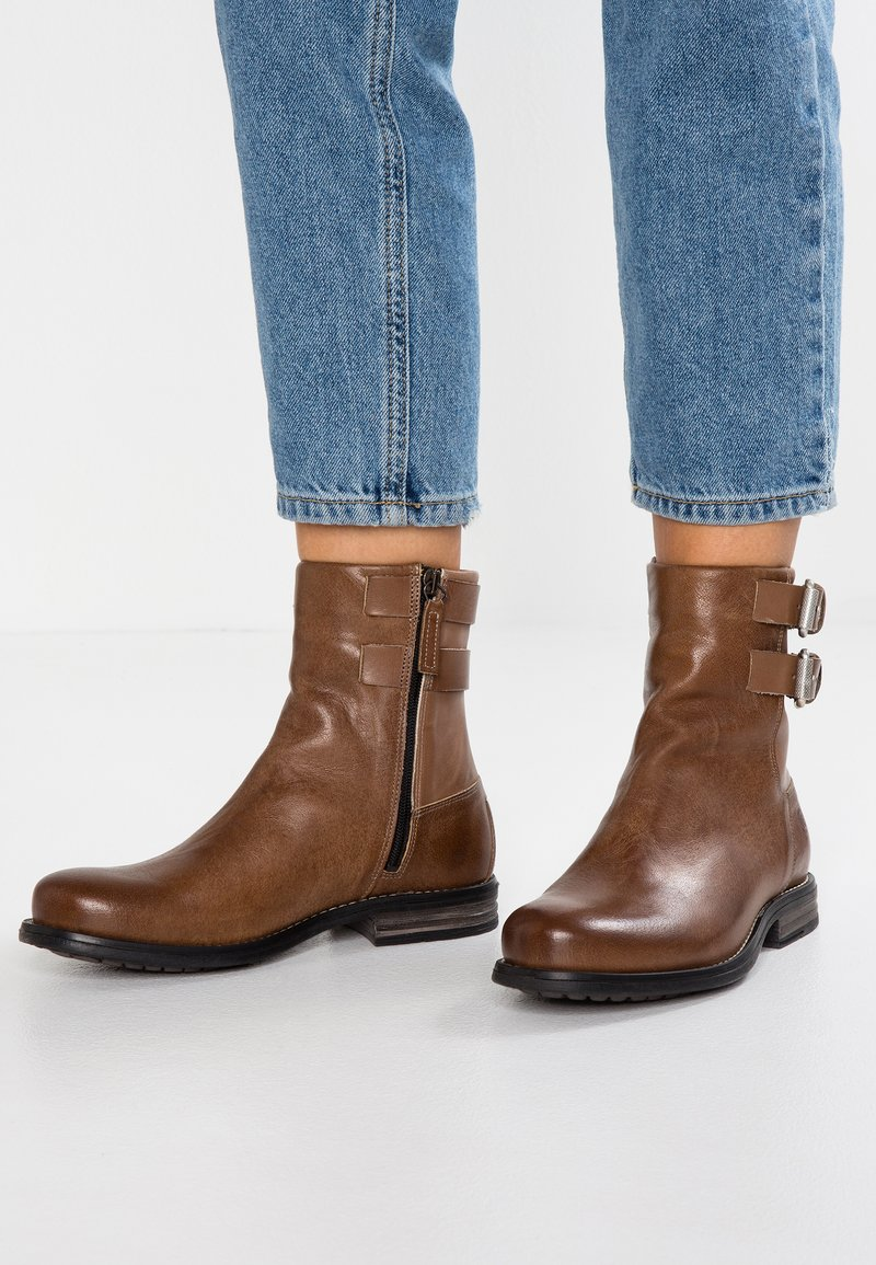 Sneaky Steve - CONEY - Cowboy/biker ankle boot - light brown