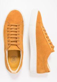 Sneaky Steve - CHOWADE - Sneakers - ocre - 1