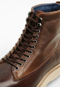 Sneaky Steve - QUICK - Lace-up ankle boots - cognac - 5
