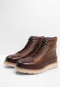 Sneaky Steve - QUICK - Lace-up ankle boots - cognac - 2