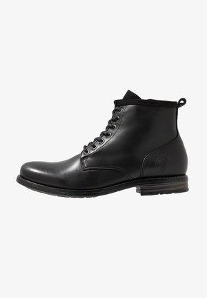 PEAKER - Šněrovací kotníkové boty - black