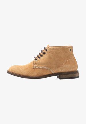 BEYOND - Šněrovací kotníkové boty - beige