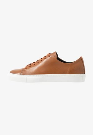 LESS - Sneakers laag - cognac